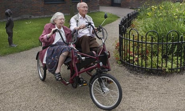 Dementia Village couple-Anita Edridge para The Guardian